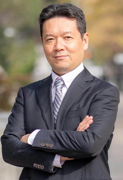 代表・社会保険労務士 越石 能章(こしいし よしあき)